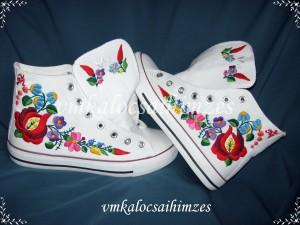 V. Kata Kalocsai fehér cipő