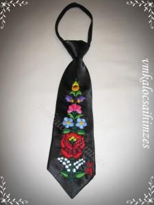 Kalocsai hímzett fekete nyakkendő kicsi