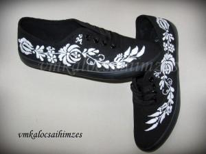 Öreg hímzéses kalocsai fekete cipő