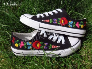 B.Noémi kalocsai hímzett cipő