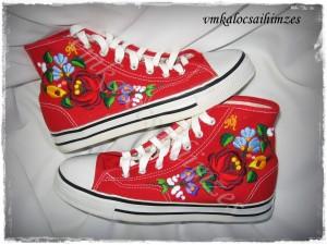 Gy.K.Mónika piros cipő