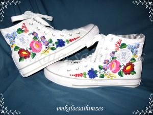 J. Zs. kalocsai mintás cipő