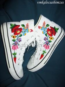T. Ildikó kalocsai cipő