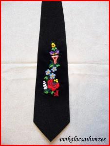 E. fekete nyakkendő