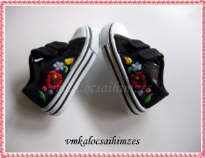 22-es fekete kalocsai cipő