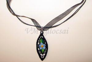9b1330841e Kalocsai kéknefelejcses riselt nyaklánc fekete alapon